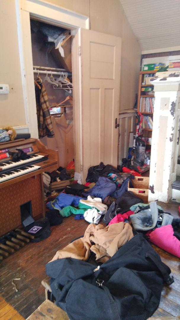 closetmess